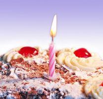Comment faire une clôture de cheval de bretzels pour un gâteau d'anniversaire