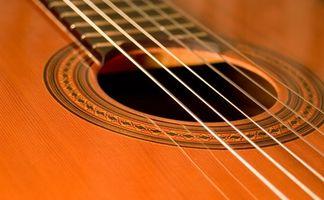 Comment changer les cordes sur une guitare acoustique Washburn