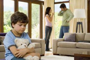 Les problèmes des enfants avec les parents se séparent