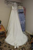 Comment Hem une robe de mariée avec des cheveux de cheval Garniture