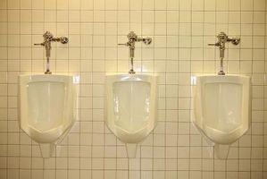 Comment enseigner à votre fils à utiliser l'urinoir