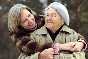 Comment avoir une communication efficace avec les personnes âgées