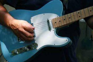 Comment Tune une guitare électrique by Ear