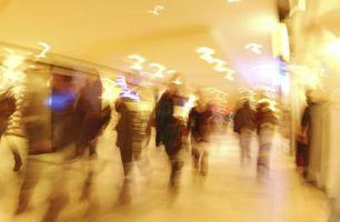 Quel âge un enfant doit être de se faire déposer au centre commercial seul?