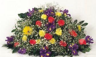 Comment faire un arrangement de fleurs dans un grand pot pour une cérémonie de mariage