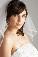 Comment faire pour trouver une coiffure de mariage pour un visage en forme de losange