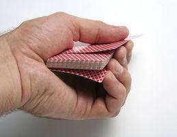 Comment effectuer des tours de cartes de base