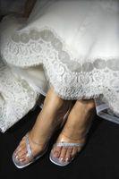 Comment nettoyer la saleté de la Hem d'une robe de mariée en dentelle