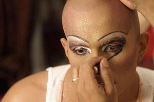 Comment postuler Drag Maquillage pour ressembler à une sorcière gitane