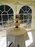Comment assembler un gâteau de mariage à trois niveaux