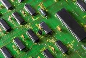 Comment connecter un transistor à la sortie d'un IC