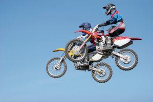 Comment faire pour supprimer collé sur Grips De Dirt Bikes