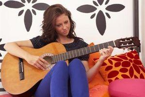 Comment tenir vos mains sur une guitare