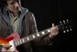 Comment jouer de la Croix-cordes de guitare Trills