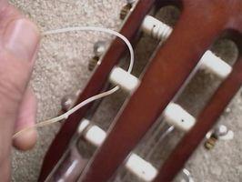 Comment cordes d'une fente Head Guitar