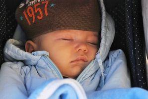 Comment porter votre bébé dans une écharpe Anneau