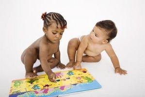 Activités sociales pour les jeunes nourrissons dans les centres de garde d'enfants