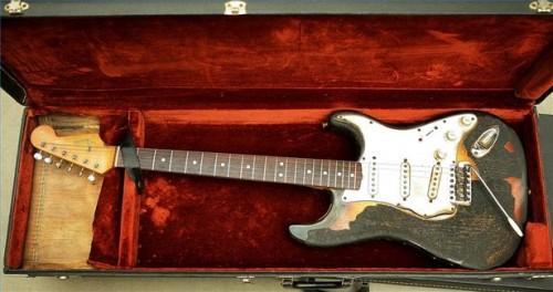 Comment cordes d'une guitare Fender Strat
