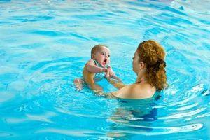 Leçons de natation pour nourrissons à Boston