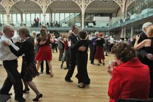 Comment faire des pas de danse Jive pour hommes