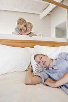 Comment obtenir un enfant de deux ans à se endormir sur ses propres