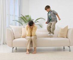 Comment arrêter un enfant de sauter sur les meubles
