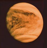 Quels sont les deux planètes sont plus près du Soleil que la Terre?