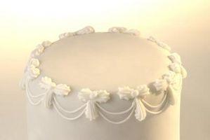 Comment décorer un gâteau de mariage avec perles Dépoussiérer