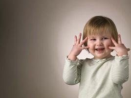 Comment puis-je commencer mon enfant de deux ans en modélisation?